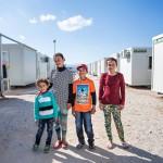 Lidia, Delal, Halal ja Basia asuvat kontissa Ateenassa. He ovat jesidi- sisaruksia Irakista ja tahtovat Saksaan isänsä luo.