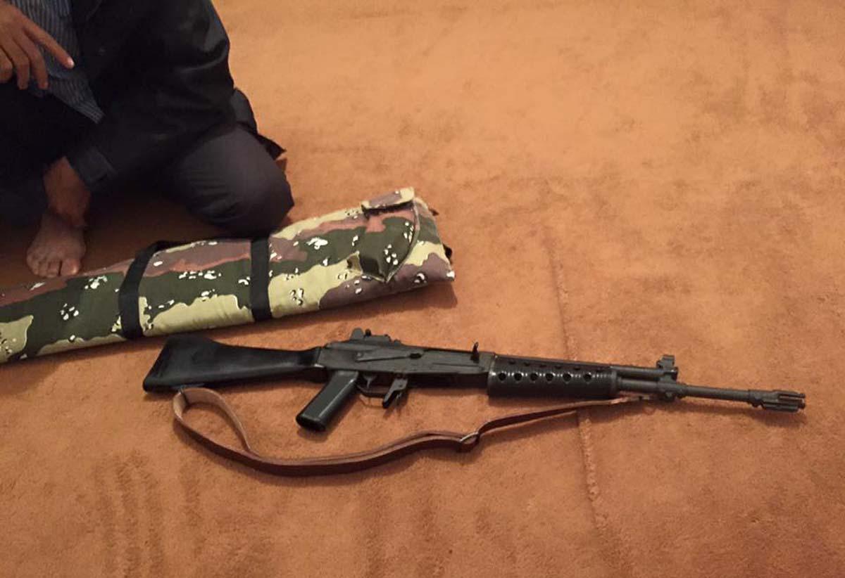ARES-tutkijoiden kuva suomalaisesta Valmet M/62 -rynnäkkökivääristä Libyassa.