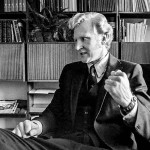 Marxilaisen opetuskokeilun pääarkkitehti oli Erkki Aho, joka aloitti Kouluhallituksen pääjohtajana 1973. Hän aiheutti kohun sanomalla, että pääjohtajana hän aikoo toteuttaa Sdp:n koulutuspolitiikkaa. Kohti sosialismia! -kirjan kuvitusta.