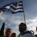 Mielenosoittajat vastustivat Kreikan velkojien vaatimuksia Ateenassa 8. toukokuuta 2016.