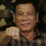 Filippiinien presidentti Rodrigo Duterte tervehti sotilaita Tanayssa Manilasta itään 24. elokuuta 2016.