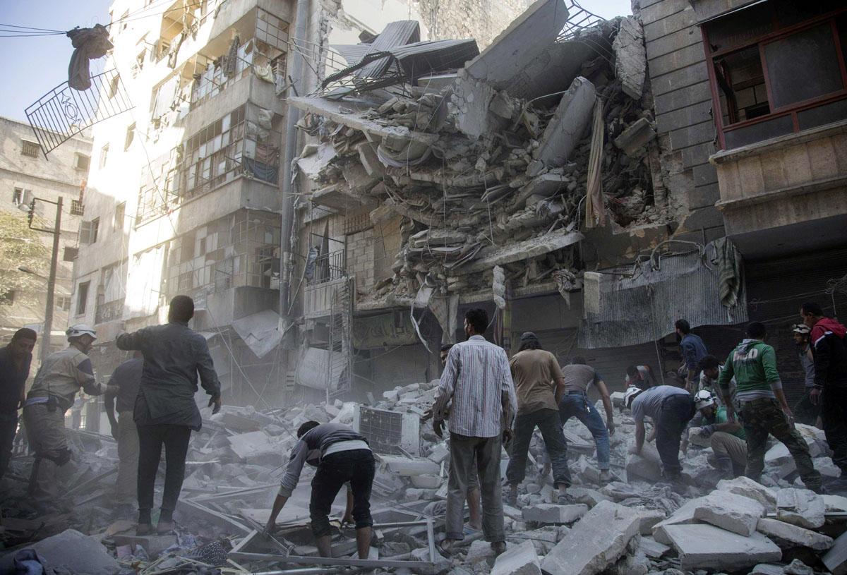 Venäjän tukemien Syyrian hallituksen joukkojen tekemien ilmaiskujen jälkiä Aleppossa 27. syyskuuta 2016.