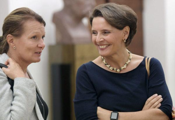 Kansanedustajat Anne Berner ja Lenita Toivakka