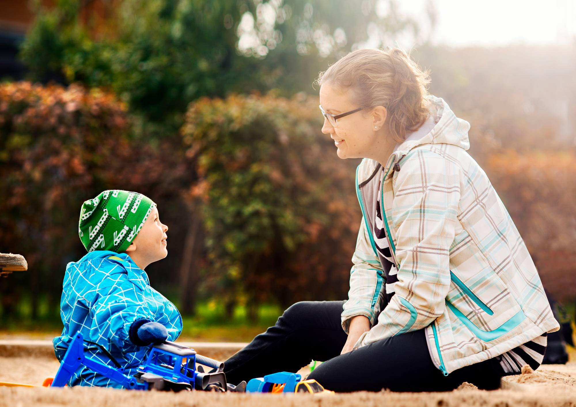 Helsinkiläinen opettaja Ida Forsell on hoitovapaalla 2-vuotiaan Martin kanssa. Perheen toinen lapsi syntyy vuodenvaihteessa. Forsell suunnittelee palaavansa töihin syksyllä 2018. Kuva Sampo Korhonen