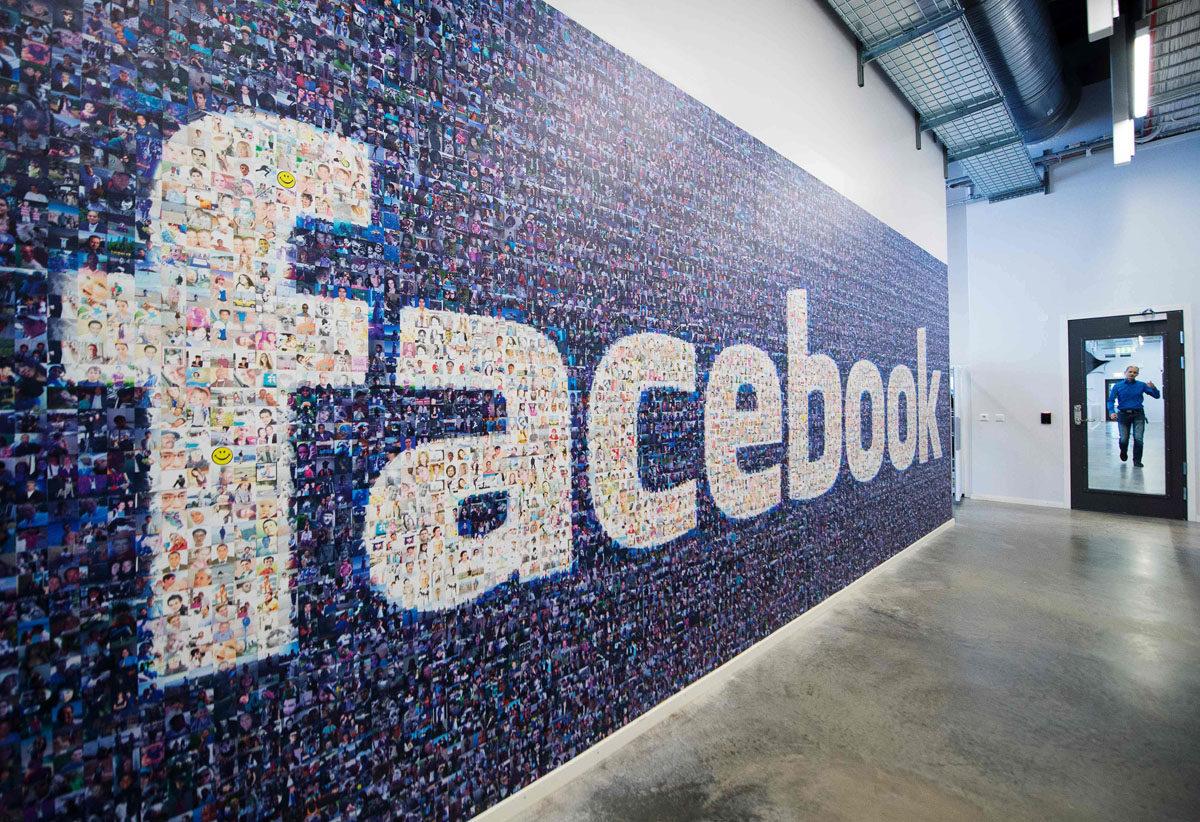 Facebookin logo, joka on tehty Facebookin käyttäjien kasvokuvista.