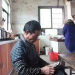 """""""Yritän ottaa tämän kuin uhkapelihäviön"""", herra Zhou sanoo poikansa epäonnistuneesta vaimokaupasta."""