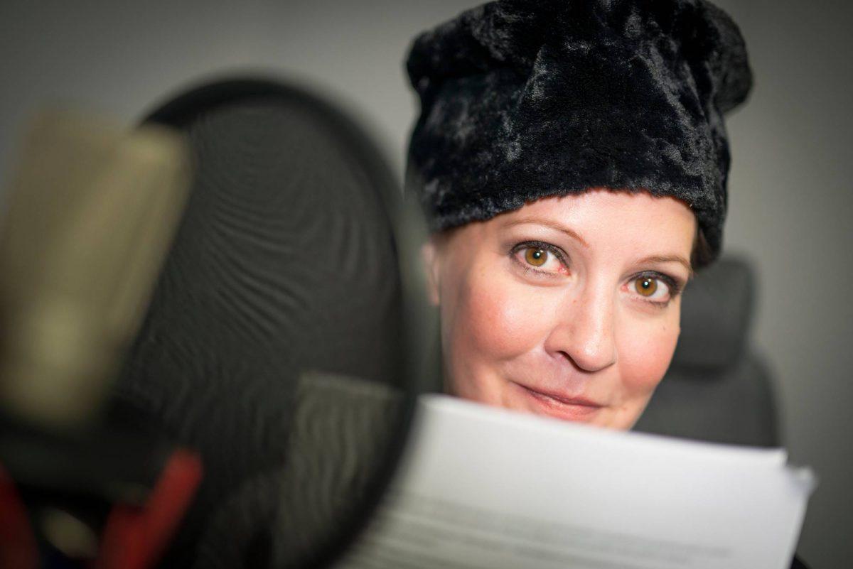 Näyttelijä Vuokko Hovatta on toinen Suomen Kuvalehden podcast-äänistä.