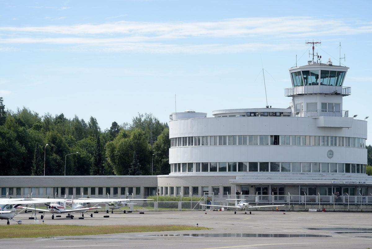 Malmin lentoasemarakennus Helsingissä.