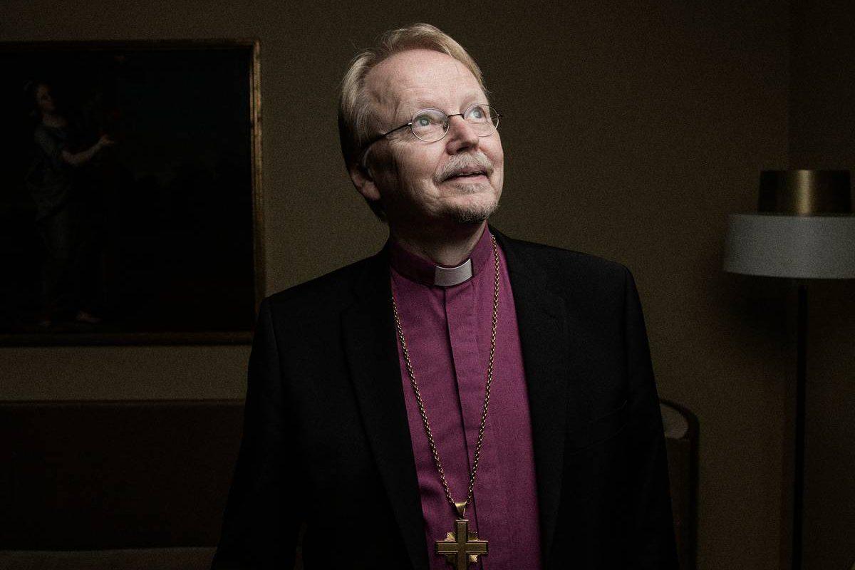 Arkkipiispa Kari Mäkinen virka-asunnollaan Turussa.