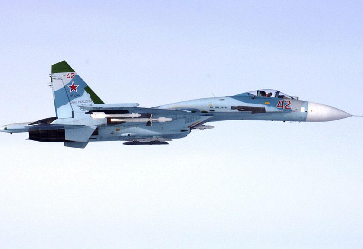 Ilmavoimien ottama kuva venäläisestä Su-27-hävittäjästä, joka loukasi Suomen ilmatilaa Suomenlahdella 6. lokakuuta 2016 klo 16.43.