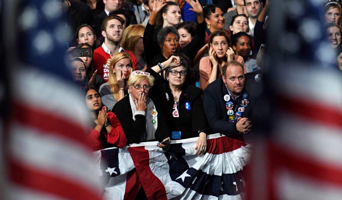 Clintonin kannattajia vaalivalvojaisissa Jacob K. Javitsin kongressikeskuksessa New Yorkissa. Kuva Rick Wilkin / Reuters / Lehtikuva