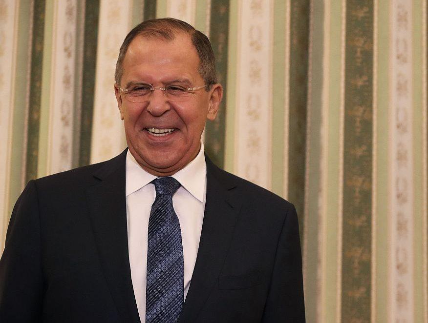 Venäjän ulkoministeri Sergei Lavrov nauraa.