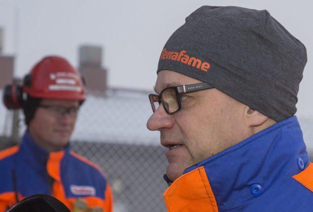 Pääministeri Juha Sipilä (kesk) vieraili Terrafamen kaivoksella Sotkamossa 14. marraskuuta 2016. Taustalla Terrafamen toimitusjohtaja Joni Lukkaroinen.