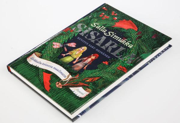Salla Simukka ja Saku Heinänen: Sisarla–Seikkailu toisesta maailmasta. 192 s. Tammi, 2016.