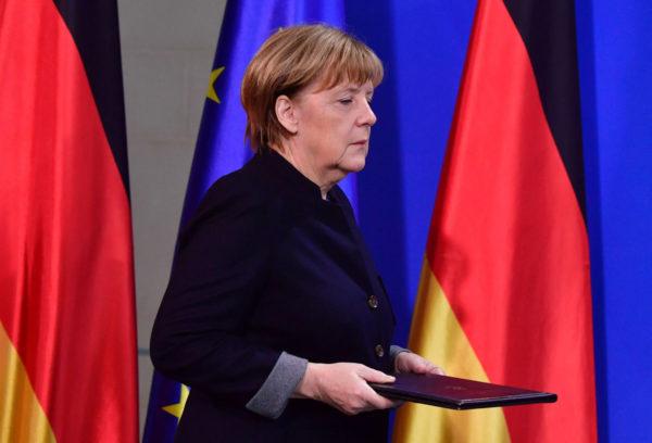 Saksan liittokansleri Angela Merkel saapui rekkaiskun jälkeen lehdistötilaisuuteen Berliinissä 20. joulukuuta 2016.