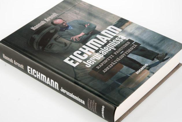 Hannah Arendt: Eichmann Jerusalemissa. Raportti pahan arkipäiväisyydestä. Suom. Jouni Tiili ja Antero Holmila. 381 s. Docendo 2016.
