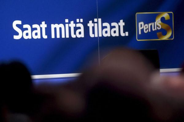 Perussuomalaisten logo ja slogan.