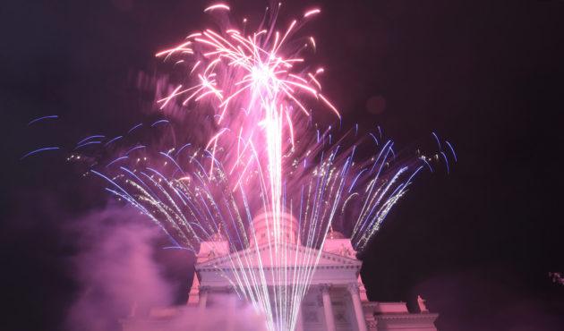 Toistaiseksi viimeinen uuden vuoden ilotulitus Senaatintorilla vuoden 2016 alkaessa.