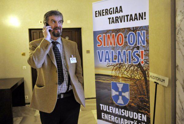 Simon kunnanjohtaja Esko Tavia oli paikalla, kun Kemi-Tornio-alueen toimijat lobbasivat kuudetta ydinvoimalaa Simoon eduskunnassa Helsingissä 12. helmikuuta 2010.