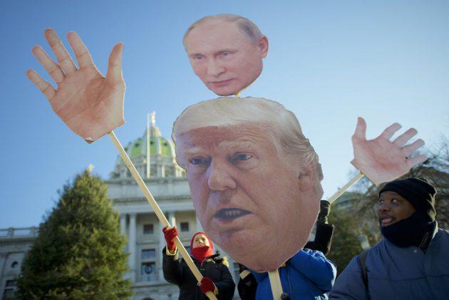 Donald Trumpia vastustavia mielenosoittajia Harrisburgissa Yhdysvalloissa 19. joulukuuta 2016.