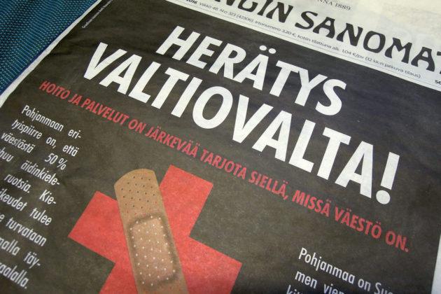 Pohjanmaan kuntien ja Maakuntaliiton mainos Pohjanmaan laajan päivystyksen sairaalan puolesta Helsingin Sanomien etusivulla 28. marraskuuta 2016.