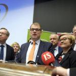 Keskustan uudet ja vanhat ministerit ryhmäkuvassa lokakuussa. Mika Lintilä, Annika Saarikko, Juha Sipilä, Olli Rehn, Anu Vehviläinen, Juha Rehula ja Kimmo Tiilikainen.