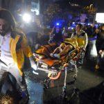 Reina-yökerhoon tehdyn iskun uhria kuljetetaan hoitoon 1. tammikuuta.