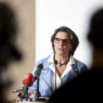 Liikenne- ja viestintäministeri Anne Berner esitteli ministeriön selvitystä liikenneverkkoyhtiöstä tiedotustilaisuudessa Helsingissä 19. tammikuuta 2017.