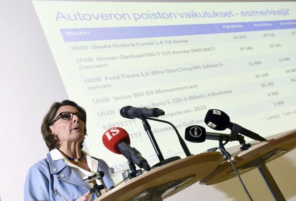 Liikenne- ja viestintäministeri Anne Berner (kesk) tiedotustilaisuudessa Helsingissä 19. tammikuuta 2017.