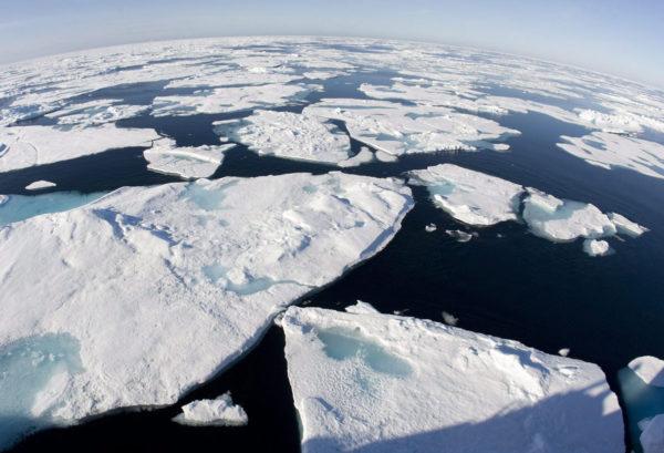 Baffininlahden jäätiköitä Grönlannin ja Kanadan välissä. Arkistokuva vuodelta 2008.