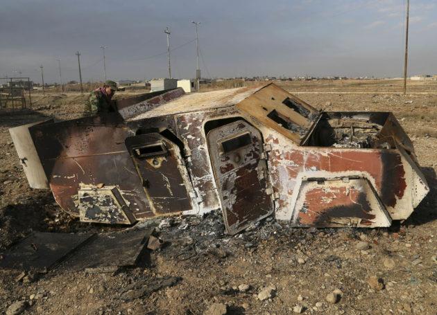 Itsemurhaiskijän auto lähellä Mosulia Irakissa 8. tammikuuta 2017.