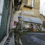 """YK-sotilas ohitti hylätyn turkkilaisen sotilasaseman Kyproksen """"vihreällä vyöhykkeellä"""" 4. tammikuuta 2017."""