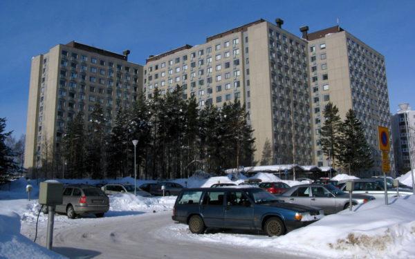 Massiivinen Mikontalo on monen teekkari-sukupolven etinen koti. 1980-luvulla valmistuneessa kerrostalossa on 768 asuntoa.