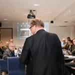 Perussuomalaisten puoluetoimistolla ilmeet ovat mietteliäät: ehdokaslista on vasta puolillaan, mistä löytyvät loput ehdokkaat?