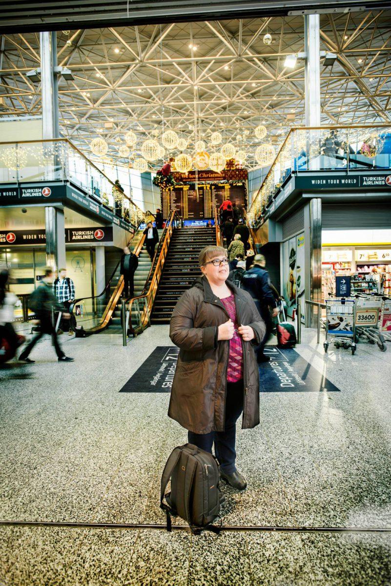 Leena Malkki matkustaa paljon, sillä kollegat ovat ulkomailla. Hän ei välttele terrorin pelossa lentokenttiä tai muitakaan julkisia paikkoja.