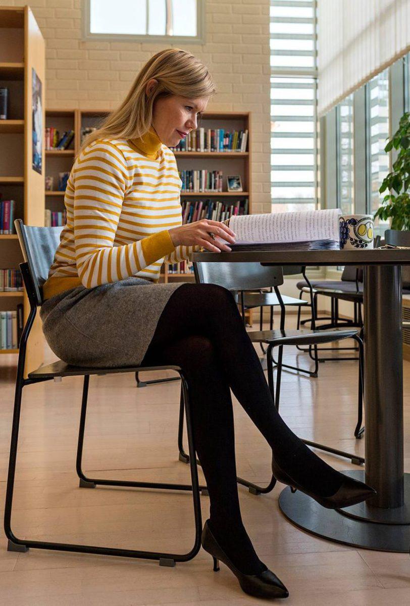 Minna Rytisalo on pidetty opettaja Kuusamon lukiossa. Kun muut jo lähtevät kotiin, Rytisalo jää usein ahkeroimaan.