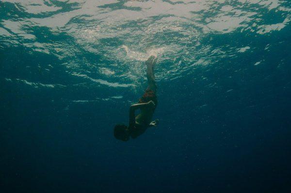 Évolution-elokuva kertoo pojasta ja merestä sekä äideistä.