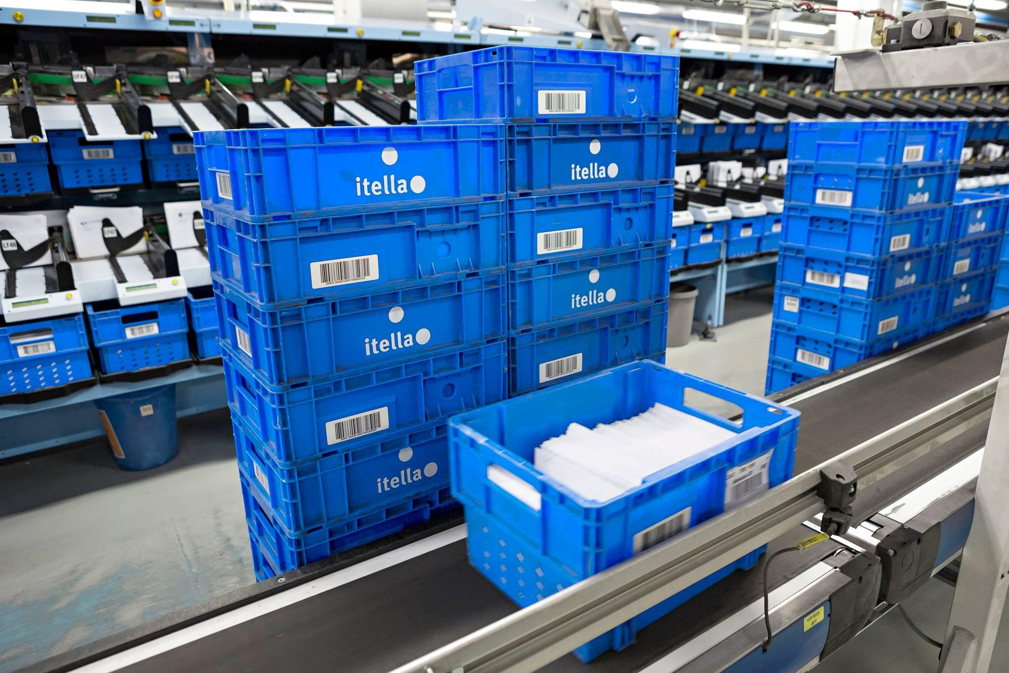 Helsingin Postikeskuksen kautta kulkee noin 3 miljoonaa kirjettä päivittäin.