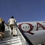Qatar Airwaysin Boeing 777-200LR-matkustajakone ilmailunäyttelyssä Dubaissa Yhdistyneissä arabiemiirikunnissa marraskuussa 2011.