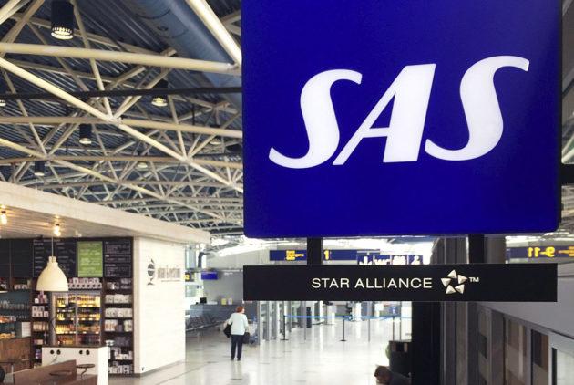 SAS-lentoyhtiön logo Helsinki-Vantaan lentokentällä.