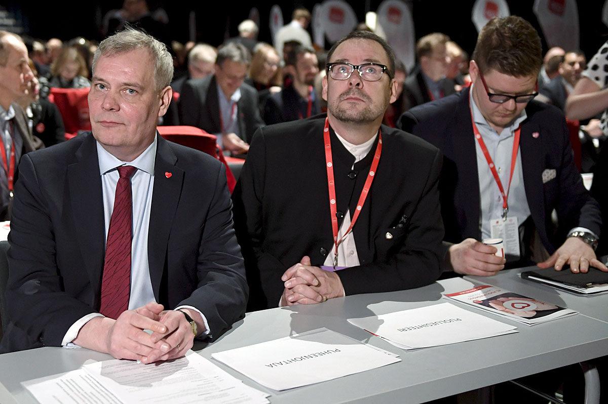 Puheenjohtaja Antti Rinne, puoluesihteeri Reijo Paananen ja eduskuntaryhmän puheenjohtaja Antti Lindtman Sdp:n puoluekokouksessa Lahdessa 3. helmikuuta 2017.