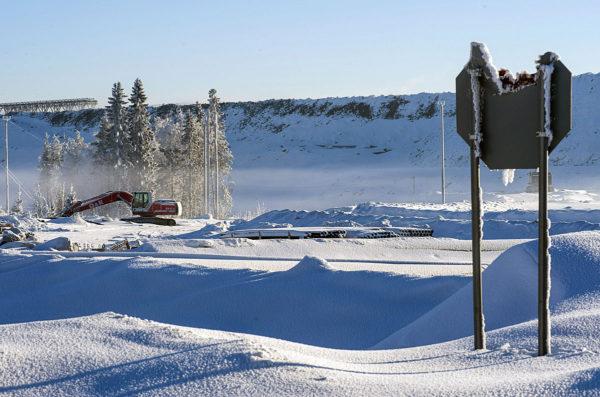 Stop-merkki Terrafamen Talvivaaran kaivoksen kasa-alueella Sotkamossa 10. helmikuuta 2017.