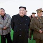 Pohjois-Korean diktaattori Kim Jong-un seurasi Japaninmereen yltäneiden neljän keskimatkan ohjuksen koelaukaisua 6 maaliskuuta.