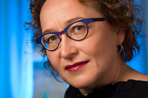 Anu Koivunen on intohimoinen politiikan seuraaja ja haluttu keskustelija siellä, missä puhutaan politiikasta ja mediasta.