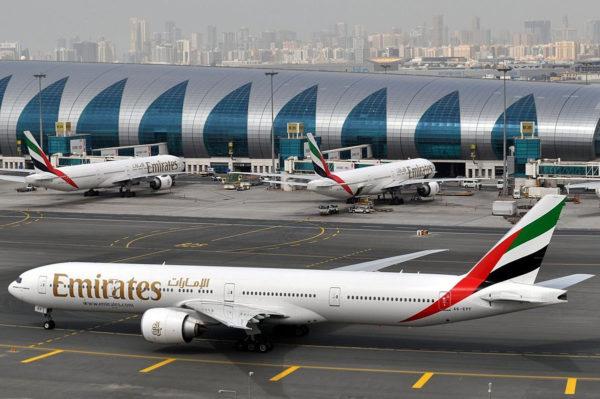 Emeritas-lentoyhtiön matkustajakone Dubain kansainvälisellä lentokentällä Yhdistyneissä arabiemiirikunnissa.