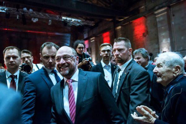 SPD:n liittokansleriehdokas Martin Schulz kampanjoi Leipzigissä 26. helmikuuta.
