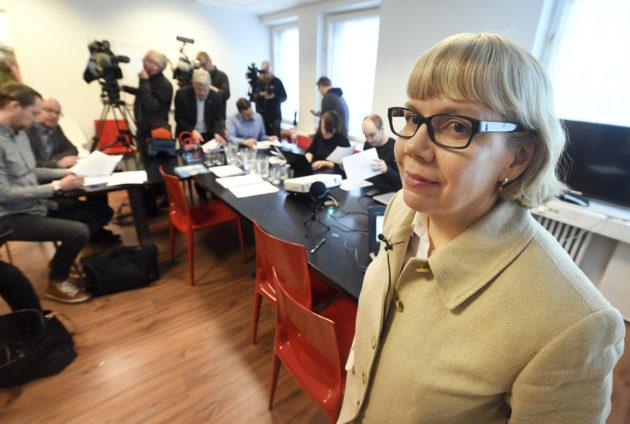 Puheenjohtaja Elina Grundström Julkisen sanan neuvoston tiedotustilaisuudessa 23. helmikuuta 2017.