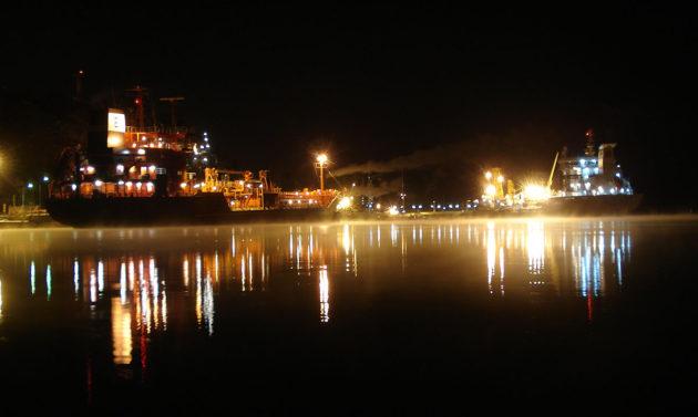 Naantalin sataman yhteydessä sijaitseva Neste Oilin jalostamo 17. helmikuuta 2009.
