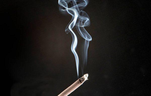 Tupakointi vaikuttaa syöpään sairastumiseen.