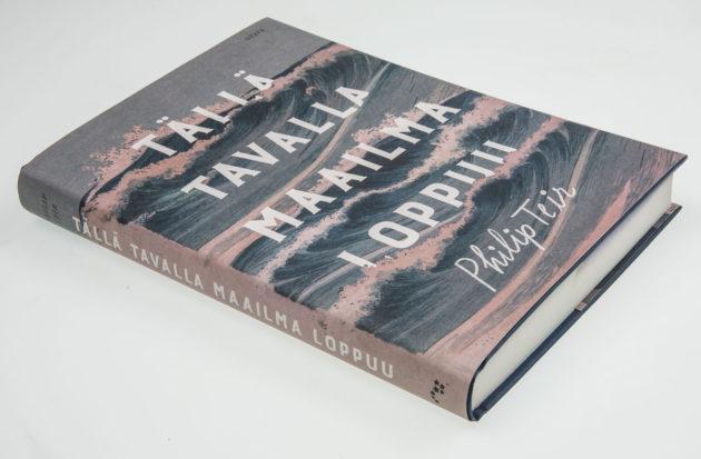 Philip Teir: Tällä tavalla maailma loppuu. Suom. Jaana Nikula. 287 s. Otava, 2017.